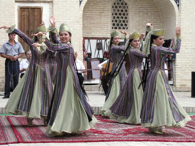 Danza folclórica en Bukará